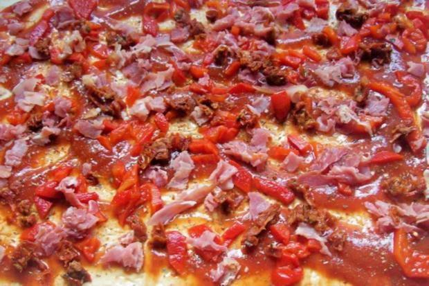 Snack: EM-Pizza-Schnecken mit Parmesan und frischen Kräutern - Rezept - Bild Nr. 2