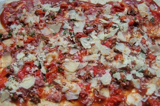 Snack: EM-Pizza-Schnecken mit Parmesan und frischen Kräutern - Rezept - Bild Nr. 4