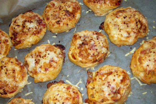 Snack: EM-Pizza-Schnecken mit Parmesan und frischen Kräutern - Rezept - Bild Nr. 8