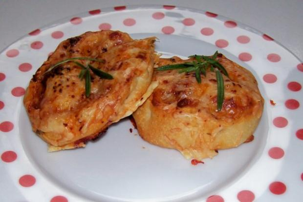 Snack: EM-Pizza-Schnecken mit Parmesan und frischen Kräutern - Rezept - Bild Nr. 10