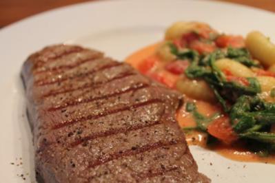 Bistecca e Gnocchi con pomodoro & rucola - Rezept