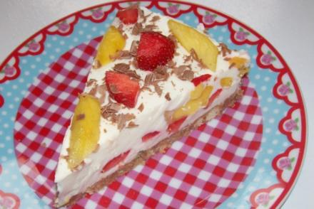 Käse-Joghurt-Torte mit Nektarinen und Erdbeeren - Rezept