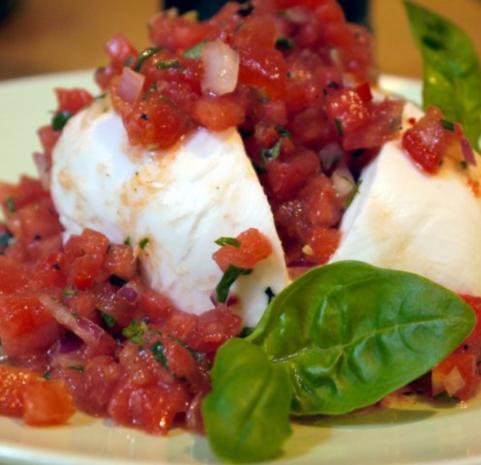 Büffelmozzarella mit Melonen-Salsa - Rezept
