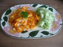 Pasta : Bandnudeln an Mandel - Kürbis - Pesto dazu Gurkensalat - Rezept