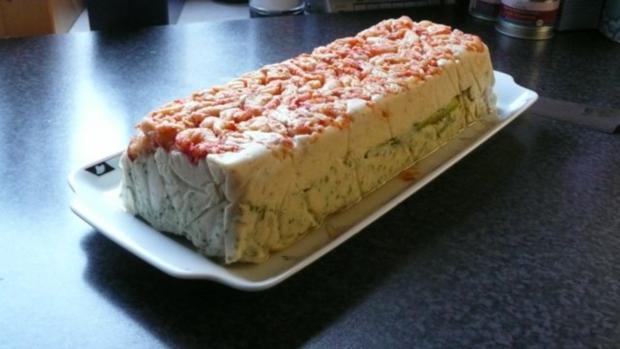 Fischterrine mit grünem Spargel auf Feldsalat und Blaubeervinaigrette - Rezept - Bild Nr. 3