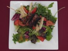 Entenbrustspieß auf Salat mit Parmesan und Himbeeressig - Rezept