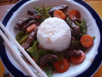 Chinesisches Rindfleisch mit Zuckerschoten und Möhrenblüten - Rezept