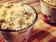 Erdbeer-Minzjoghurt mit Crumbles - Rezept