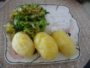 Fleischlos : Pellkartoffeln mit Leinöl, dazu Quark und Salat - Rezept