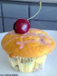 Rezept: Vanille-Muffins mit Kirschen