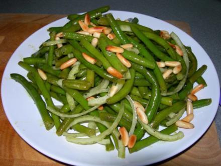 Bohnensalat mit Pinienkernen - Rezept
