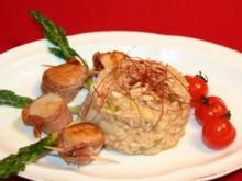 Spargel-Parmesan-Risotto mit gebratenen Jakobsmuscheln im San-Daniele-Schinken-Mantel - Rezept