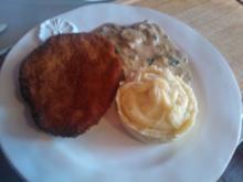 Wiener-Schnitzel mit KaPue und Champignon-Rahmgemuese - Rezept