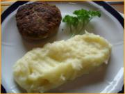 Frikadellen mit Kartoffelpüree und Feldsalat - Rezept