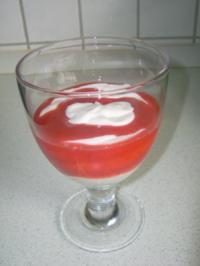 Honigquark mit Erdbeersoße - Rezept