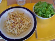 Spaghettini Carbonara mit Friseesalat - Rezept