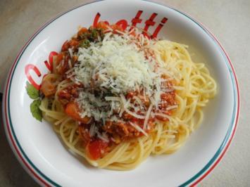 Spaghetti al tonno e pomodoro - Rezept