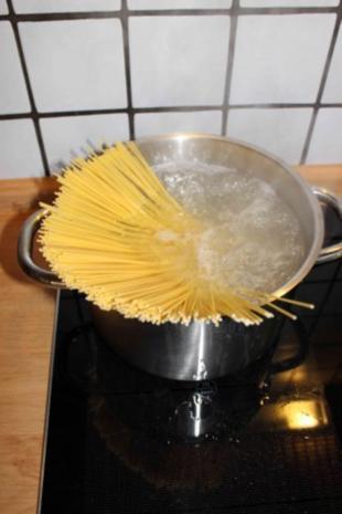 Spaghetti mit Fenchel-Tomaten-Soße - Rezept - Bild Nr. 7