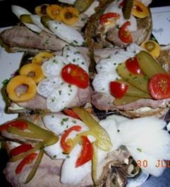 IDEE für PARTY, TAPAS: Herzhafte fruchtig garnierte Bratenschnittchen - Rezept