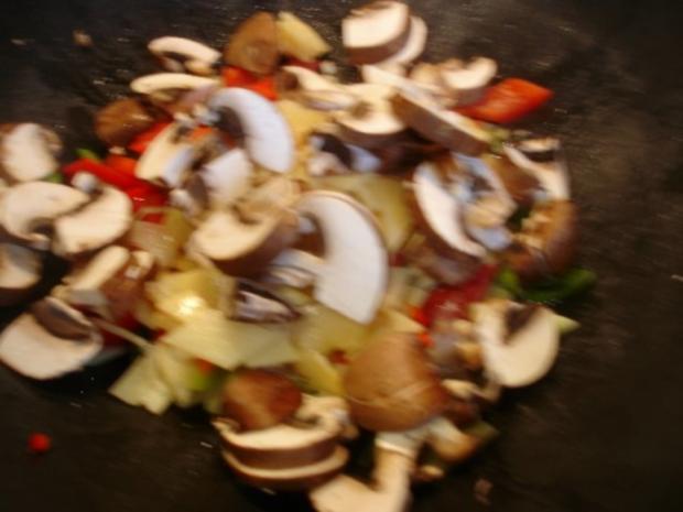 Schweinefilet im Wok mit Reis und Salat - Rezept - Bild Nr. 11