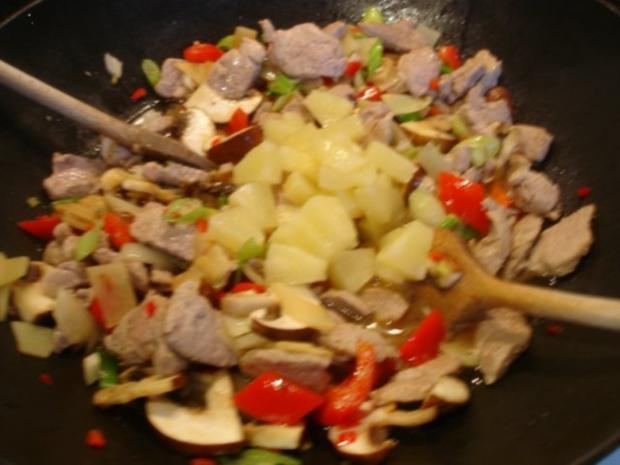 Schweinefilet im Wok mit Reis und Salat - Rezept - Bild Nr. 15