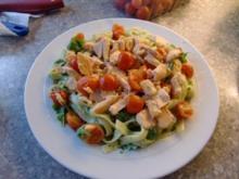 Tagliatelle mit Pesto & geräucherten Lachs - Rezept
