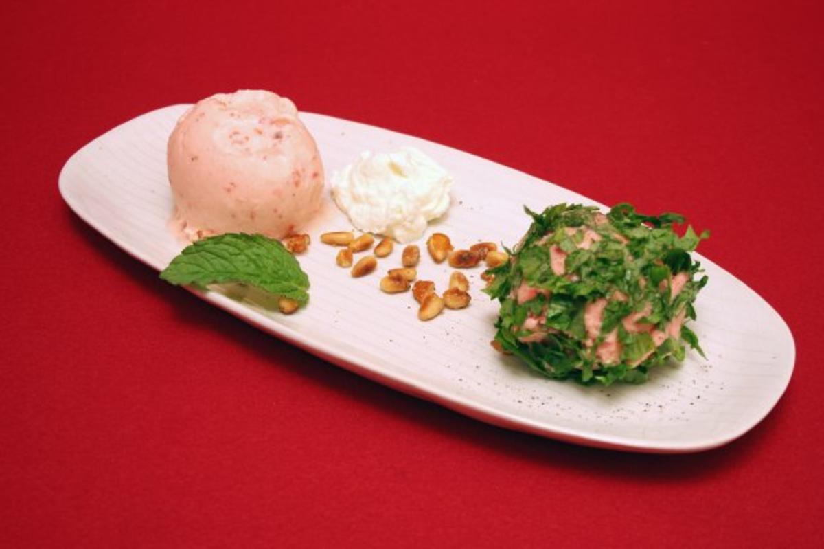 Conchiertes Erdbeereis im Rucola-Mantel - Rezept Eingereicht von Das perfekte Dinner