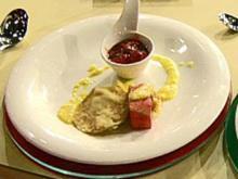 Gegrillter Obstsalat mit Crêpe vom Grill und Erdbeerchutney à la Kleeberg - Rezept