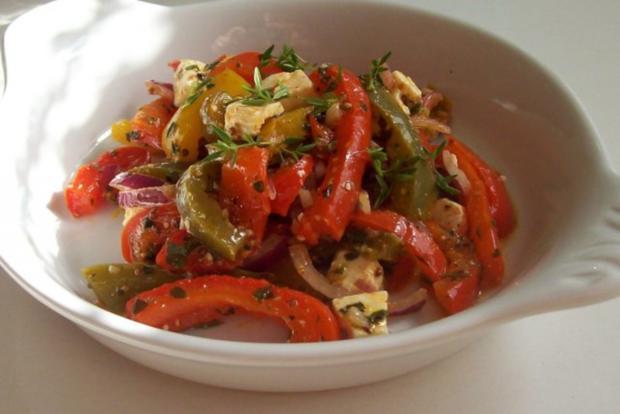 Ofen-Paprika-Salat mit roten Zwiebeln und Hirtenkäse - Rezept - Bild Nr. 9