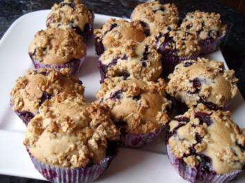 Ahornsirup-Beeren-Muffins mit Haferflockenstreusel - Rezept