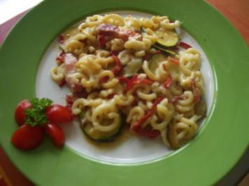 Zucchini -Paprika - Auflauf mit Nudeln - Rezept