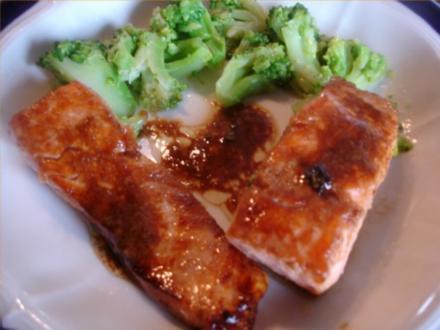 Lachsfilet mit Brokkoli - Rezept