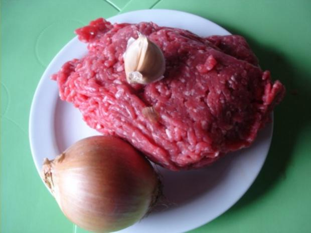 Cevapcici mit Pommes frites und Tomatensalat mit Mozzarella - Rezept - Bild Nr. 2