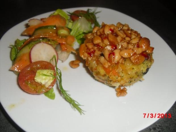 Muffin -- Tofu-Gemüse-Buchweizen mit Chili-Erdnuss-Sosse - Rezept