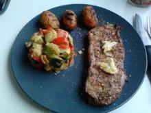 Zarte Hüfte in gesundem Umfeld oder Grillkartoffeln mit Fleisch u. -Gemüsebeilage - Rezept