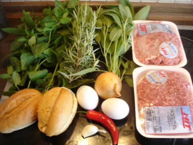Minze-Salbei-Rosmarin-Buletten mit grünen Bohnen und Mais-Kartoffelpüree - Rezept - Bild Nr. 2