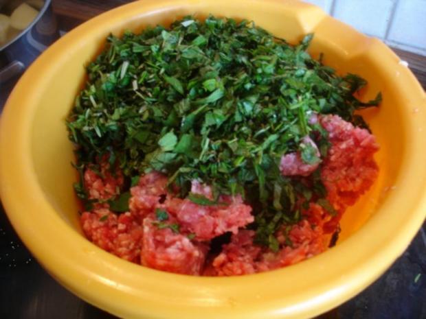 Minze-Salbei-Rosmarin-Buletten mit grünen Bohnen und Mais-Kartoffelpüree - Rezept - Bild Nr. 9