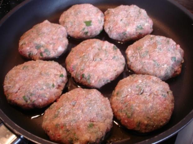 Minze-Salbei-Rosmarin-Buletten mit grünen Bohnen und Mais-Kartoffelpüree - Rezept - Bild Nr. 12