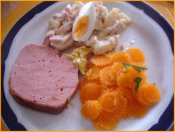 Warmer Leberkäse mit schlesischen Kartoffelsalat und Möhrenblütensalat - Rezept