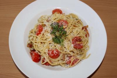 Spaghetti an Knoblauch-Bacon-Tomaten - Rezept