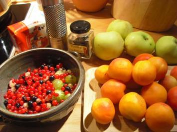 Beeren-Aprikosen-Apfel-Marmelade - Rezept