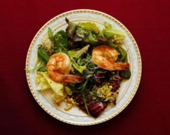 Blattsalate mit Kräutern und australischen Wildfanggarnelen  (Uschi Dämmrich von Luttitz) - Rezept