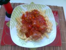 Nudeln mit Tomaten-Soße mit Hackfleischbällchen - Rezept