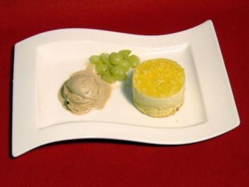 Apfel-Traubentörtchen mit hausgemachtem Haselnuss-Eis - Rezept