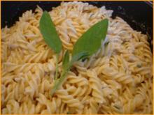 Nudeln mit Salbei-Gorgonzola-Sauce - Rezept