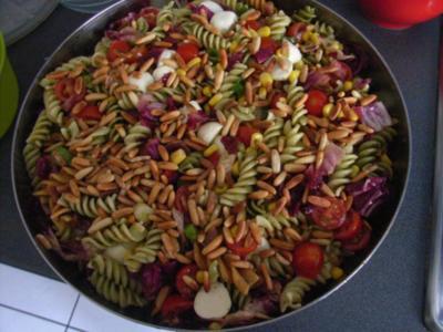 Nudelsalat mit Mozzarella - Rezept