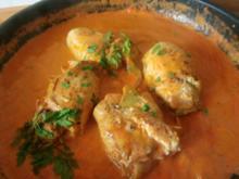 Paradiesische Hähnchenrouladen mit Zucchinifüllung in Tomatensose - Rezept