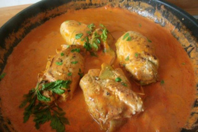 Sommerküche Hähnchen : Paradiesische hähnchenrouladen mit zucchinifüllung in tomatensose