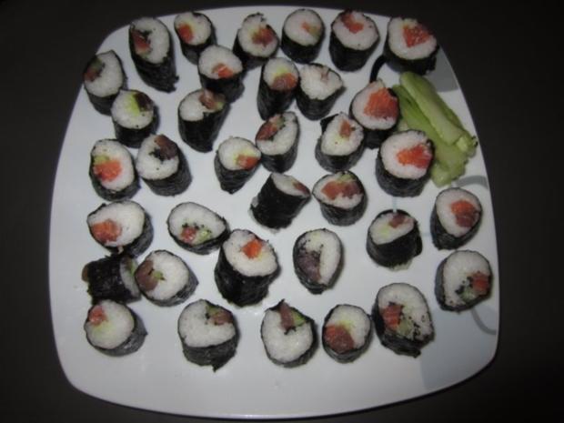 sushi mit sushi reis und noribl tter rezept mit bild. Black Bedroom Furniture Sets. Home Design Ideas