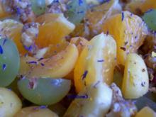 Salat: Obstsalat mit karamelisierten Walnüssen - Rezept